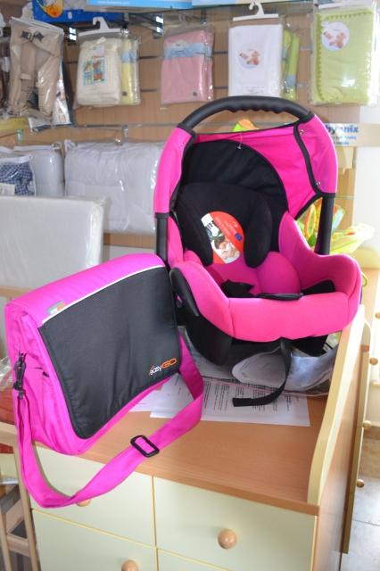 Berber pink bébihordozó táskával